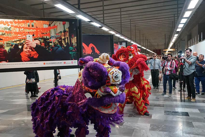 017eed14d Presentan exposición fotográfica por el Año Nuevo Chino en el Metro de la  Ciudad de México